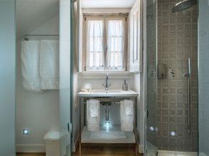 casa-de-banho-do-quarto-jasmin-em-tons-de-cinzento